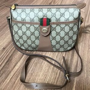 Gucci Bags - 💯 % authentic Gucci crossbody